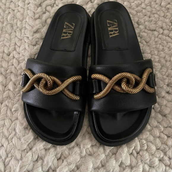 Leather Flat Sandals With Metal Buckle